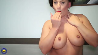 Sexy mature mom spreads her pussy for you