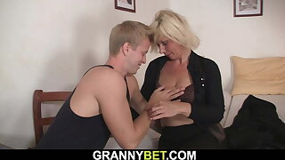 Mature blonde gets her trimmed old pussy drilled