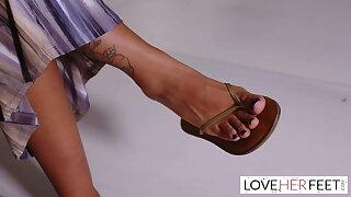 The bodacious video vixen and her marvelous giantess feet