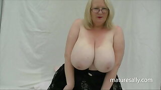 What huge tits this naughty wench has