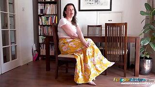 EuropeMaturE Jayne Striptease and Frigging