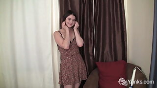 Yanks Beauty Vi Gets Off Watching Porn