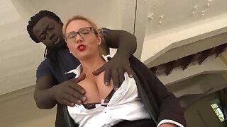 Blonde Milf Goettin vom riesen BBC gefickt