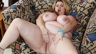 BBW milf Kimmie KaBoom rubs her throbbing pleasure button