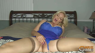 Big bOObed Cougar Charlee Haunt Stimulates Her Mommy Muff!