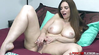 PORNSTARPLATINUM – Hefty Tits MILF Mindi Mink Masturbates Solo