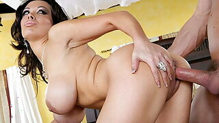 MILF Sienna West Rails Cock And He Jerks Off On Her Tits