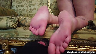 I Worship The Feet Of A Gothic Lady