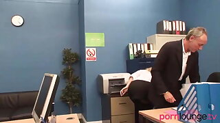Blondes in office fourway give head to shlong