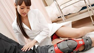 Asian nurse Rei Mizuna tears up a patient, uncensored