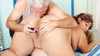 Masseur Worships Fat Latina Veruca Darling